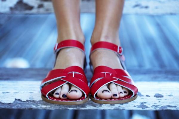 Saltwater sandals Red